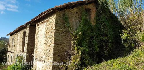 Casa di campagna a Santo Stefano Belbo