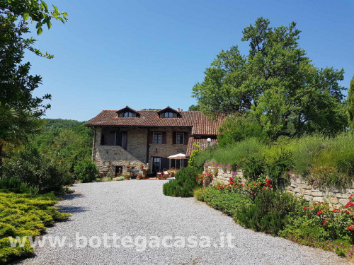 Country house in Monastero Bormida