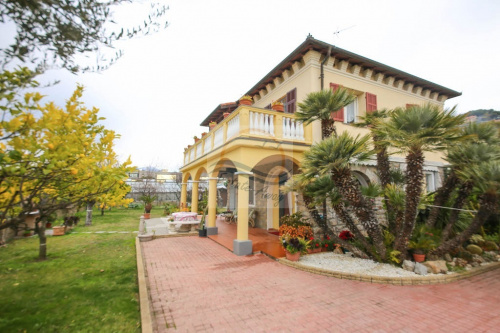 Doppelhaushälfte in Bordighera