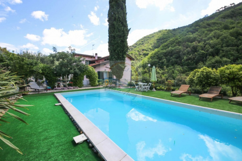 Detached house in Isolabona