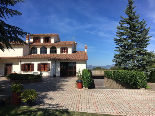 Villa in Onano