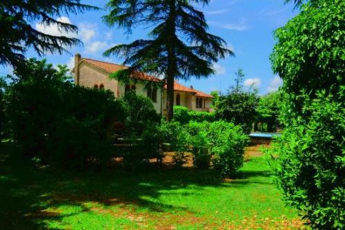 Villa i Manziana