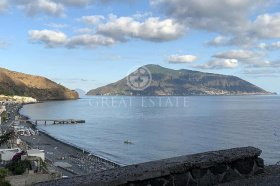 Self-contained apartment in Lipari