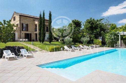 Отдельно стоящий дом в Монте-Сан-Джусто