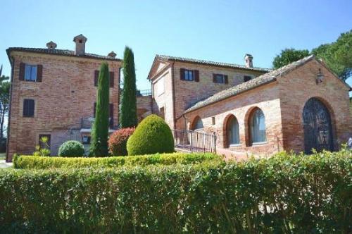 Villa a Rapagnano