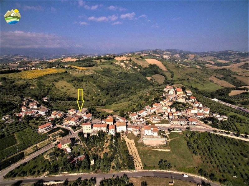 Palast in Montefino
