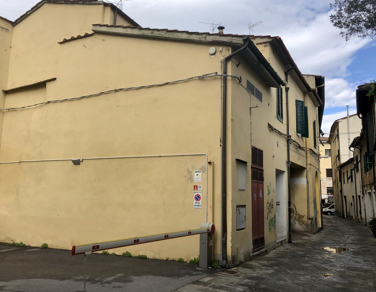 Top-to-bottom house in Pistoia