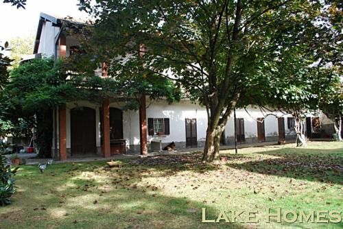 Casa di campagna a Varallo Pombia