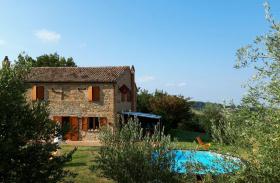 Сельский дом в Фратте-Роза