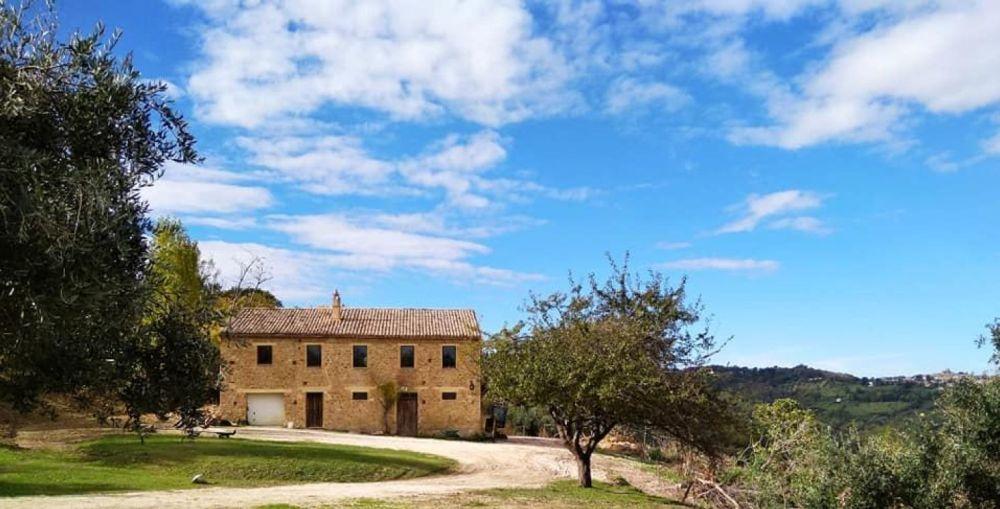 Hus på landet i Montecarotto