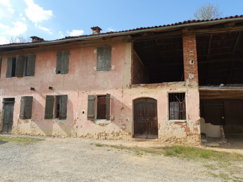 Country house in Capriglio