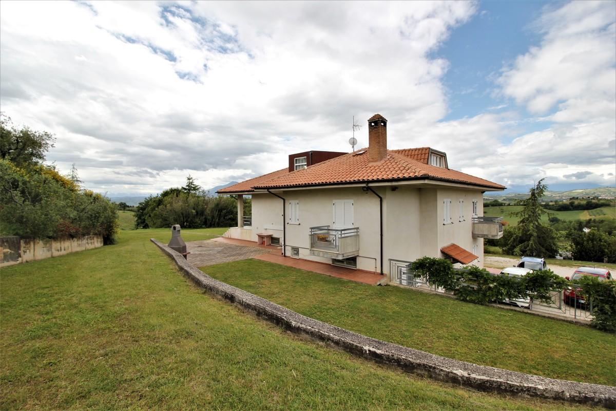 Hus på landet i Castorano