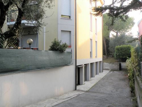 Hus från källare till tak i Desenzano del Garda