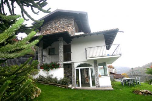 Villa a Armeno
