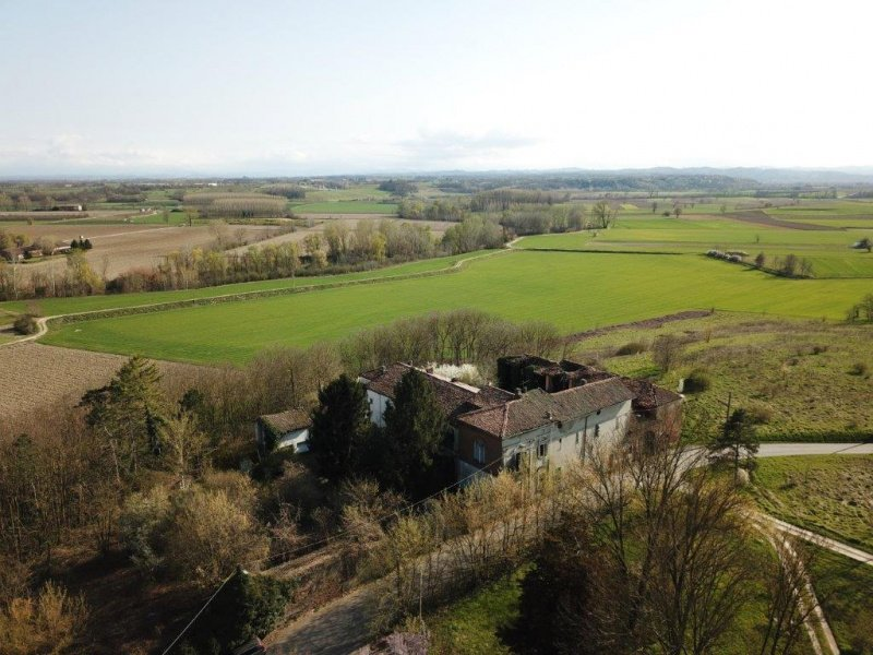 Historisches Haus in Oviglio