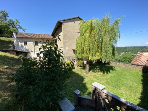 Historisches Haus in Incisa Scapaccino