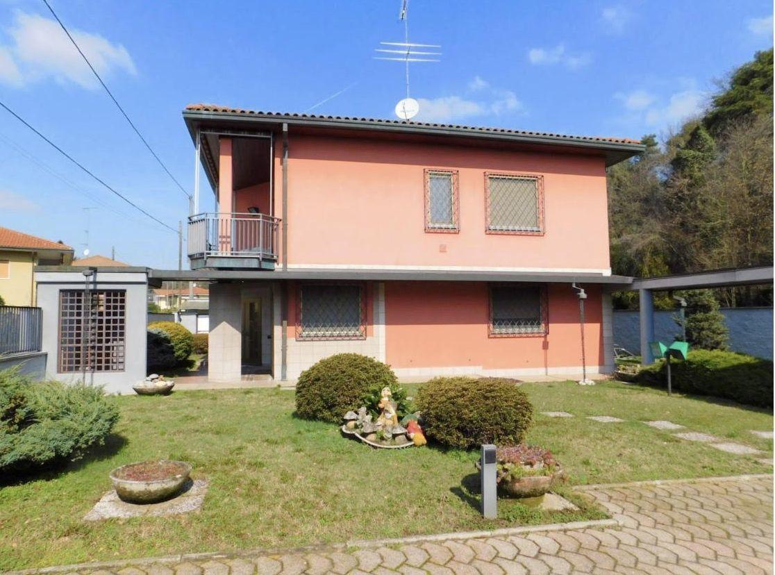 Villa en Somma Lombardo