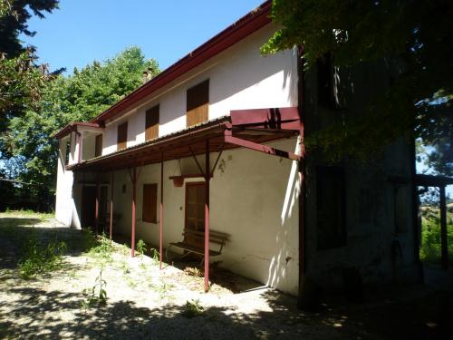 Klein huisje op het platteland in Agugliano