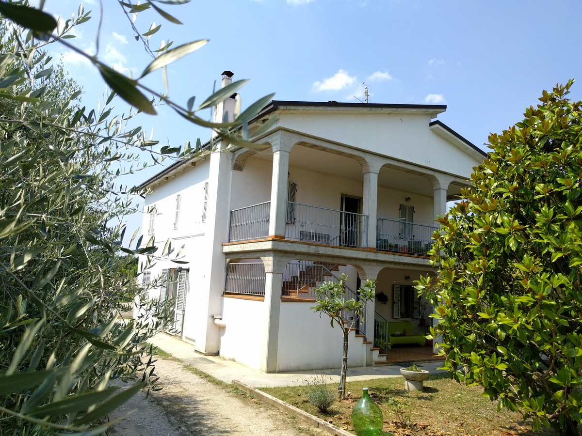 Country house in Moresco