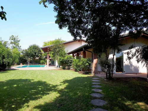 Villa in Curtatone