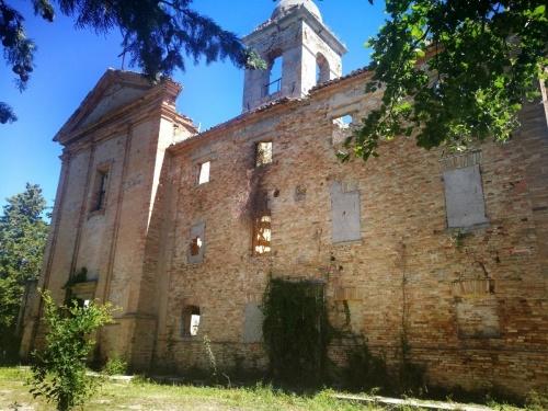 Klein huisje op het platteland in Vallefoglia