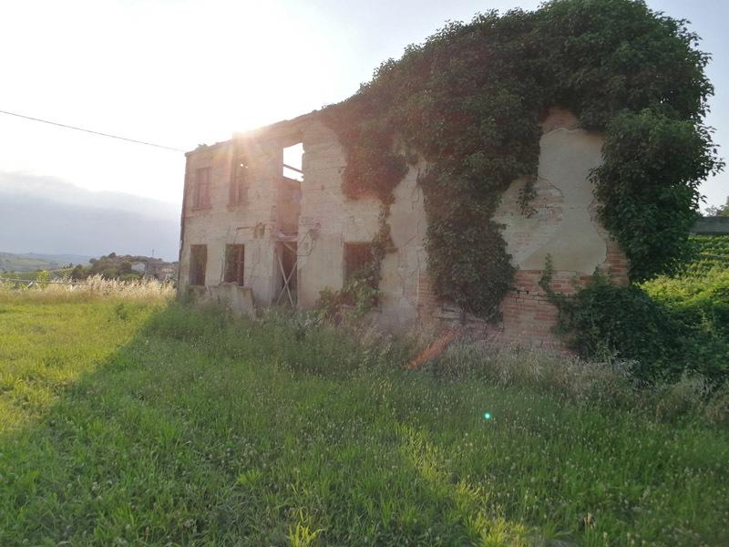 Byggtomt i Costigliole d'Asti