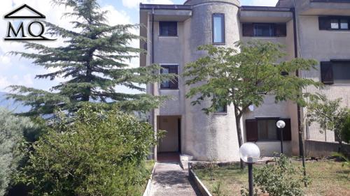 Half-vrijstaande woning in Isernia