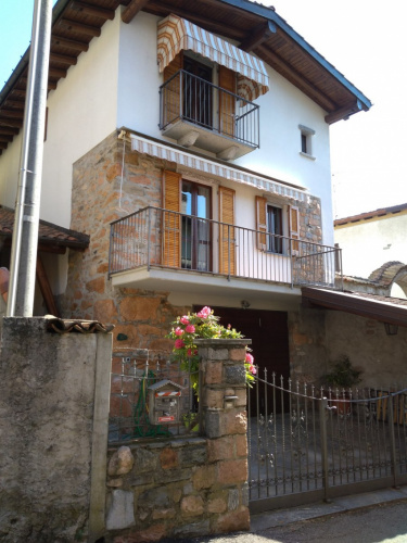 Detached house in Cuasso al Monte