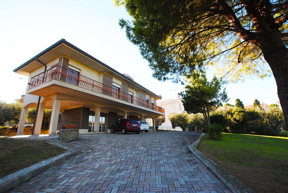 Villa i Magliano di Tenna