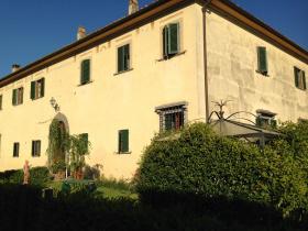 Historic apartment in Montespertoli