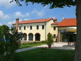Hus på landet i Correzzola