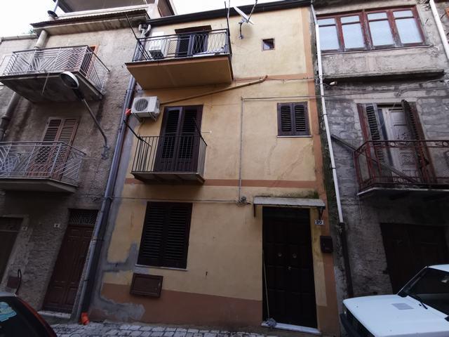 Casa en Alessandria della Rocca