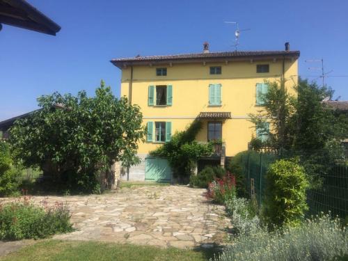 Casa di campagna a Agazzano