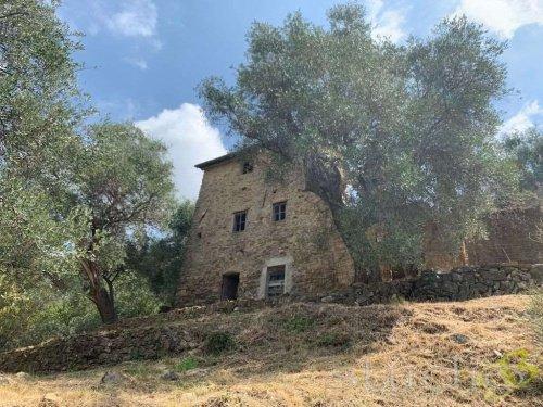 Klein huisje op het platteland in Bordighera