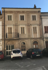 Top-to-bottom house in Acquaviva Picena