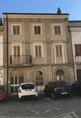 Hus från källare till tak i Acquaviva Picena