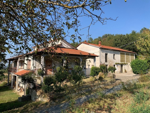 Haus in Roccaverano
