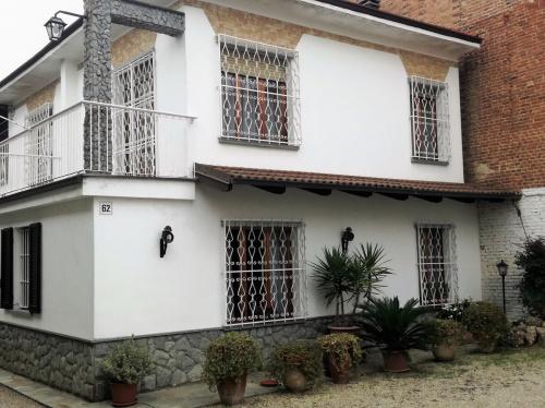 Doppelhaushälfte in Cisterna d'Asti