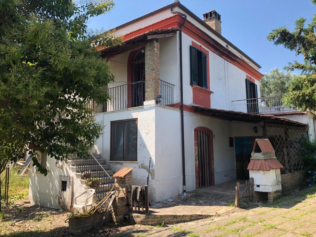 Casa geminada em Mosciano Sant'Angelo
