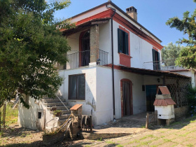 Semi-detached house in Mosciano Sant'Angelo