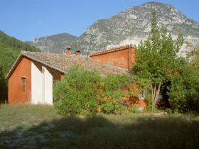 Klein huisje op het platteland in Fabriano