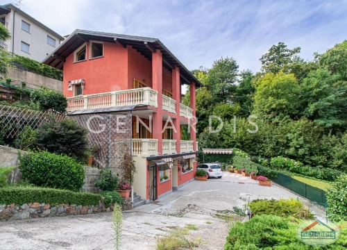 Detached house in Besano