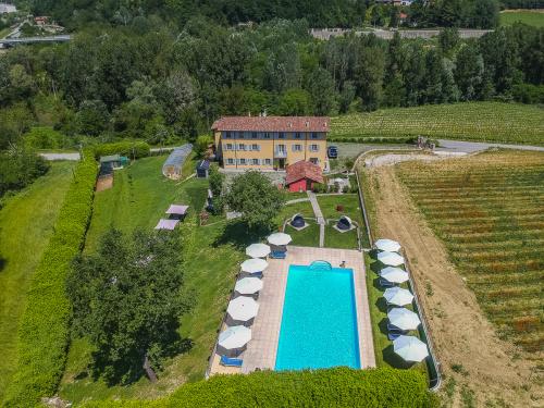 Villa a Santo Stefano Belbo