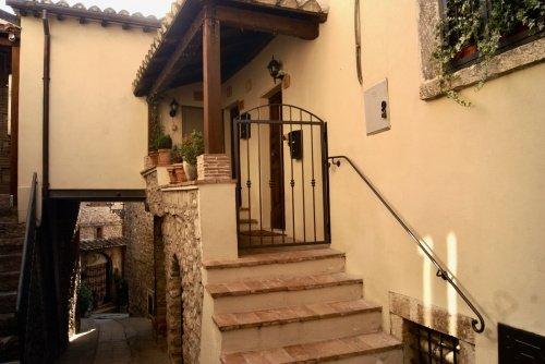 Многоквартирный дом в Ферентилло