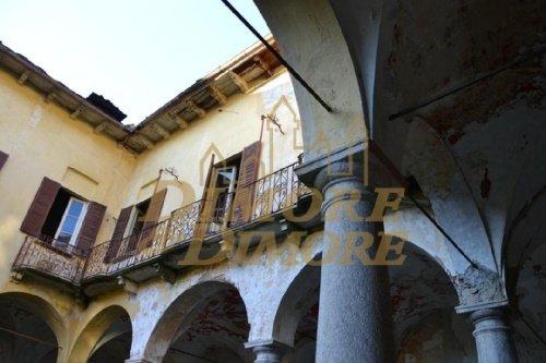 Klein huisje op het platteland in Miasino