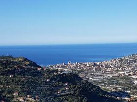 Moradia com terraço em Castellaro
