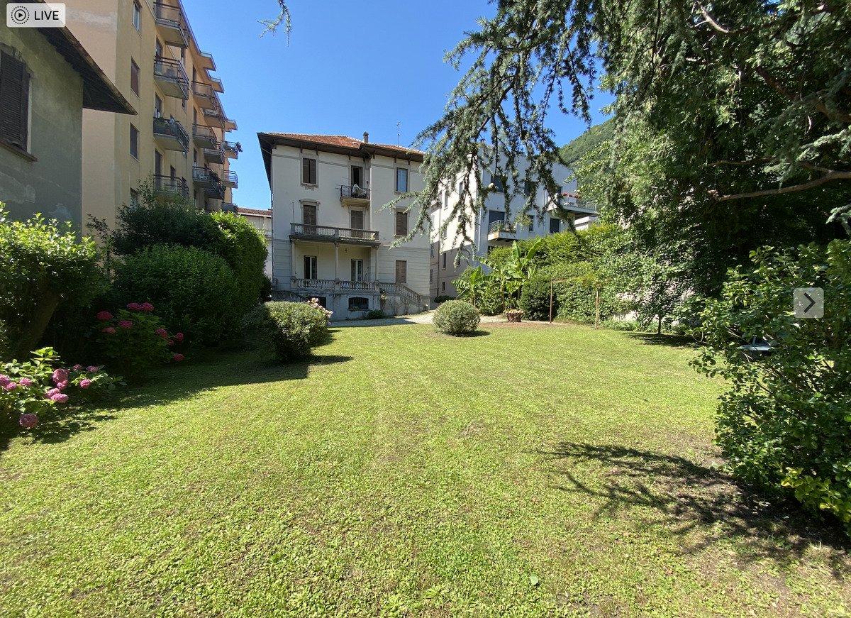 Hus från källare till tak i Como