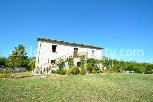Hus på landet i Montazzoli
