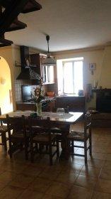 Top-to-bottom house in Fossato di Vico
