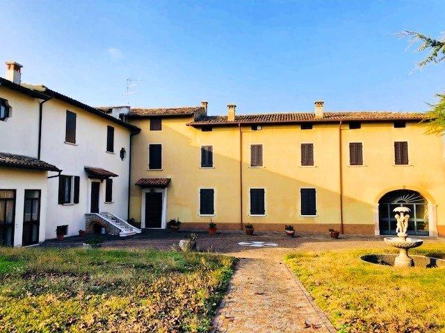 Villa in Volta Mantovana